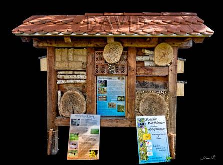 Insektennisthilfe in Form einer aufwendig gestalteten Großanlage