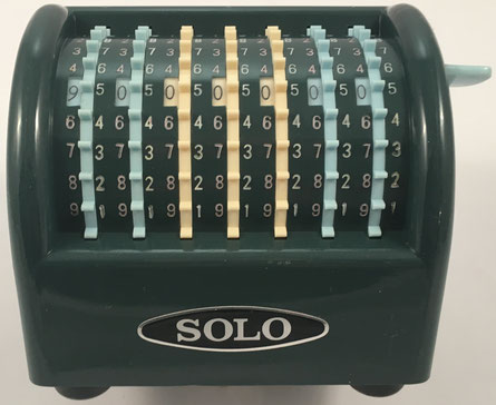 SOLO Handy Adding Machine, fabricada por Solo Calculating Machine Co Ltd, Japón,  año 1960, comercializada también como CHADWICK, 12x9x10 cm