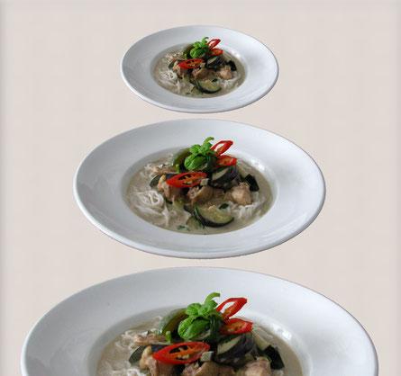 gruenes curry mit auberginen und rice vermicelli