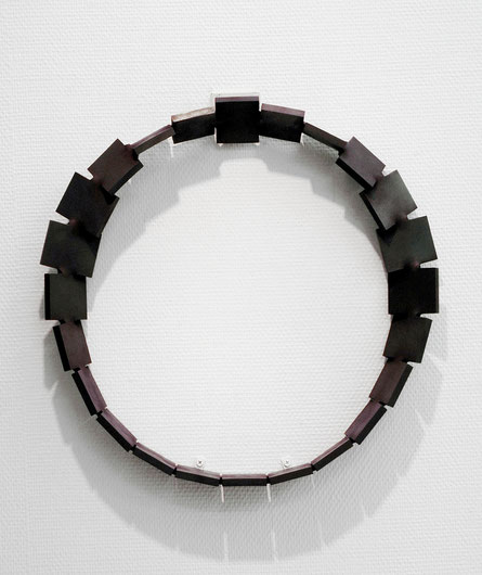 Metamorphosis  circle - 表・裏  <No.M - 01>  /  2003  /  mild steel (軟鋼)  /  H.45x45x10 cm
