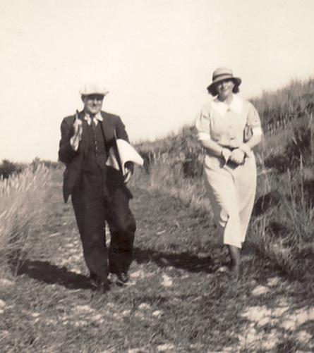 Historische Aufnahme: Erwin Bowien (1899-1972) im Niederländischen Exil während eines Besuches seiner Muse  Erna Heinen-Steinhoff (1898-1969) im Jahre 1934