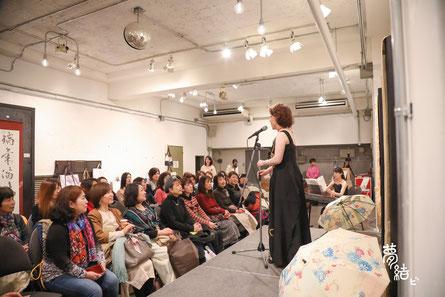 「夢結び」というイベントで舞台両脇に着物日傘を展示しました