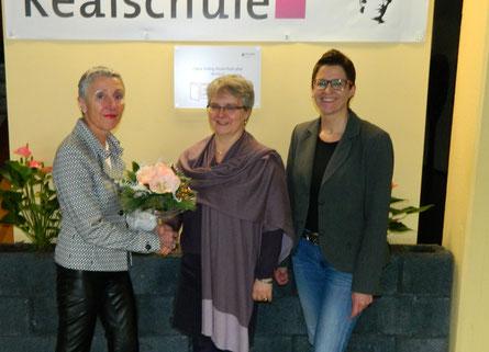 v.l.n.r.: Schulleiterin Rosemarie Bölinger, die scheidende Vorsitzende Annette Münzel und die stellvertretende Schulleiterin Melanie Schmitt