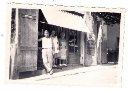 Mes grands parents et mon arrière grand mère devant la boulangerie familiale :au Touvet: 1961