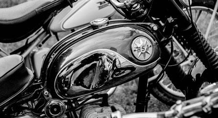 Klassischer Motorradtank von BSA