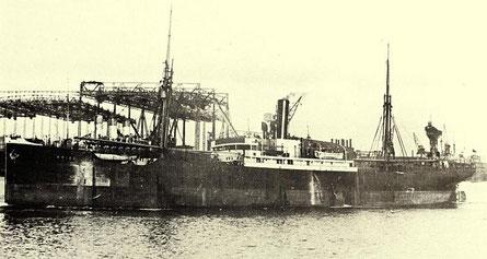 Historische Aufnahme des Frachters Primus, noch mit einem Junkers-Dieselmotoren-Hauptantrieb (Bild 1).