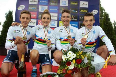 Victor, 3e à partir de la gauche, à côté de Pauline Ferrand-Prevot