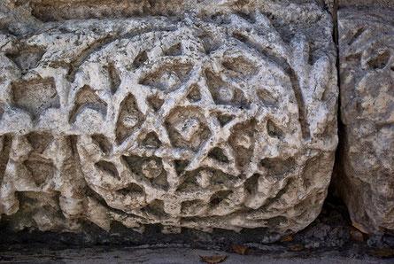 Sechszackiger Stern auf einem Stein aus der Synagoge in Kafarnaum (Kapernaum)