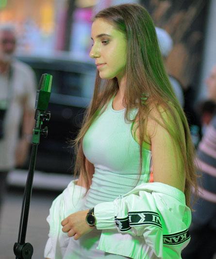 Sängerin Anna-Sophie bei einem Auftritt im podsandbowls in Wien. (c) miggl.at
