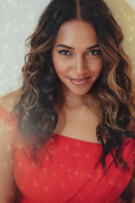 Cassandra mag Weihnachten und möchte die Zeit mit ihren Liebsten verbringen. (c) Maria Poursanidou