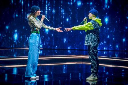Mit Haube. Im Duett mit Vanessa Dulhofer. (c) ORF / Hans Leitner
