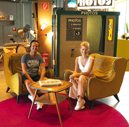 Carmen Tannich-Wallner (TANYC) beim POPMAGAZIN-Interview mit Hans Juergen Gernot Miggl im hippen 25hours-Hotel in Wien. (c) TANYC