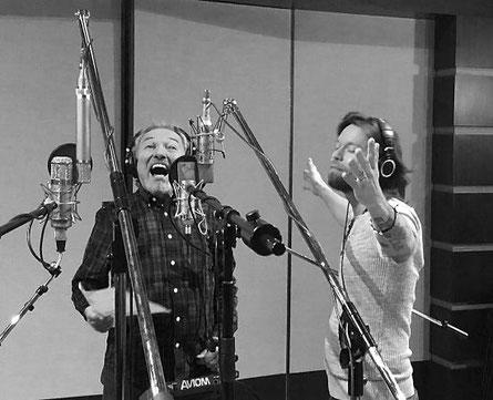 Karel Gott und Richard Krajčo im Prager Studio. (c) Universal Music Czech Republic