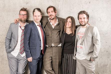 Die fünfköpfige Band Alle Achtung rund um Sänger Christian Stani (M.) kommt aus Thal. (c) Florian Baumgartner