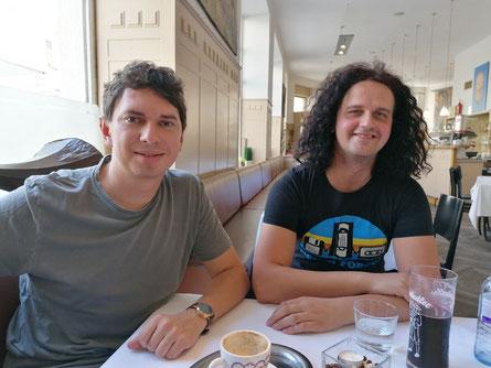 Julian le Play beim POPMAGAZIN-Interview mit Café Florianihof in Wien-Josefstadt. Es gab Marillensaft gespritzt und Traubensaft. (c) release.at / Josef Schartner