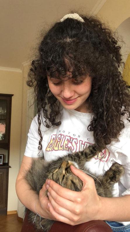 Tierlieb. Julia mit ihrer Katze. (c) Julia Novohradsky