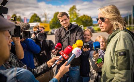 Reges Medieninteresse aus dem In- und Ausland am Nova Rock-Festival. Veranstalter Ewald Tatar stellte sich den Fragen der ReporterInnen. (c) Heimo Spindler