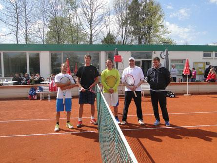v.l.n.r.: Richard Stempnowski, Andreas Lingesleben, Maximilian Schmuck, Alexander Radulescu, Christian Albertshofer (Sportwart TCP & Schiedsrichter)