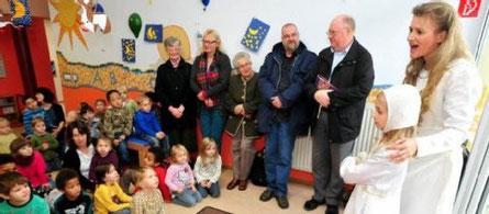 Überrascht mit Ständchen: Elisabeth-Solistin Barbara Döring mit Tochter Maria als Kind Elisabeth. BILD: Peter Lisker