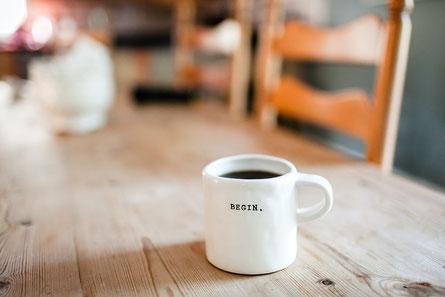 Tasse Kaffee wo Begin draufsteht