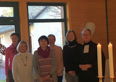 Von links: Dörte Schmitt, Andrea Thon-Stein, Claudia Pauls, Kirsten Lenz, Ramona Monjour, Pfarrer Holger Banse.