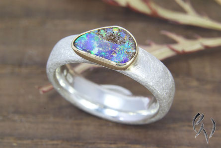Ring Silber mit Opal in Gold