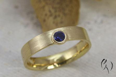 Schmaler Ring Gold 750/- mit Safir