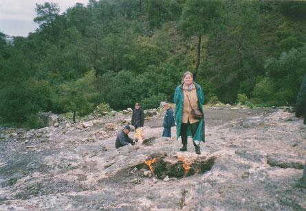 5 maart 2003 Cirali in Turkije. 'YANARTAS',  waar volgens de mythe Bellepheron met behulp van Pegasus de Chimaera heeft verslagen.