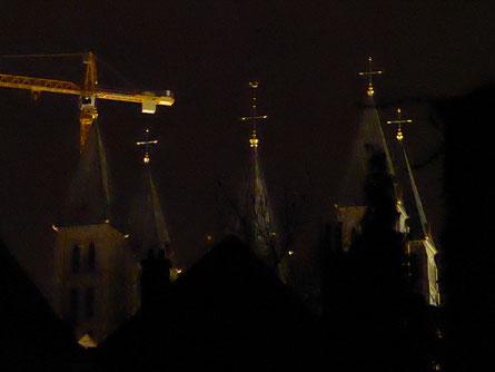 De vijf machtige torens van de Cathédrale Notre-Dame de Tournai en een van een bijzondere bouworde.