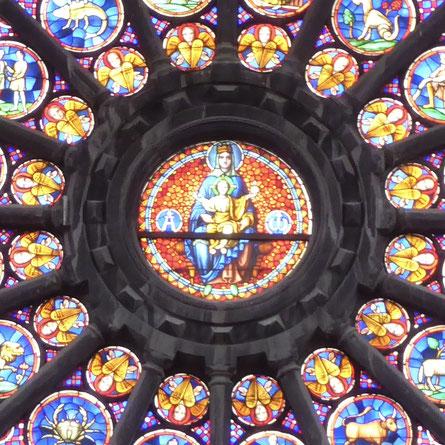 Doornik - de Madonna in de Rosace omgeven door 16 cherubijnen.