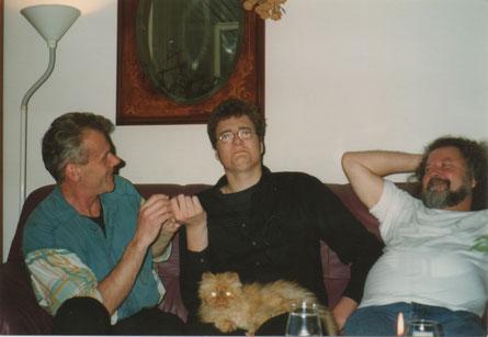 24 december 1996 - Op mijn verjaardag: mijn partner, mijn zoon met poes Karel op schoot, en mijn collega Roger Quintens.