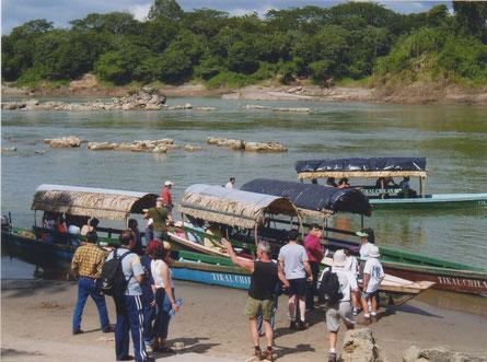 Mexico Frontera-Corozal - Rio Usumacinta - lancha's naar Yaxchilan