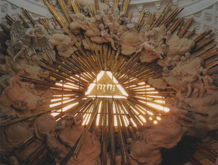 Wenen - Karlskirche - JHWH: de Onbenoembare Naam van GOD.