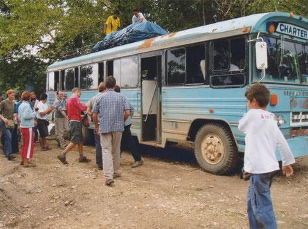 La Técnica Bethel Guatemala - een gammele bus voor de toeristen.