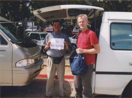 21 december 2003  Ontvangst op het vliegveld van Guatemalastad