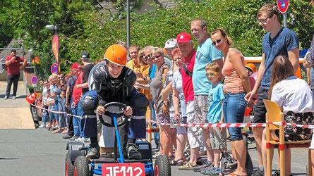 """Jüngster Teilnehmer beim """"Pott-Rennen"""" war Daniel Wolters. Er startete für das Team """"Fire Storm Racer II"""" der Jugendfeuerwehr und belegte am Ende Platz sechs."""