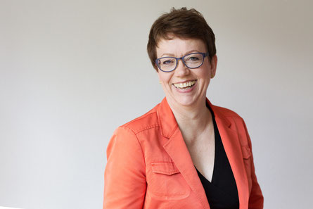 Petra Mellinghoff spickt ihre Vorträge mit vielen Fallbeispielen, die sehr anschaulich zeigen worauf es ankommtund was zu bedenken ist. Foto: Privatbüro Plus GmbH