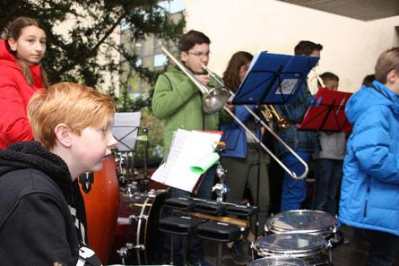 Archivbild: Mit Musik geht alles besser. Big Band und OssiJAZZky-Band heißen Interessierte schwungvoll willkommen