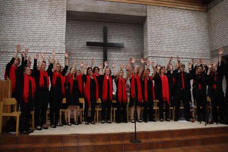 Die Thom´s Glory Singers beim Abschied von Pfarrer J. Zimmermann