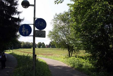 Der Rad- und Fußweg durch die Hölle: rücksichtslose Autofahrer nutzen diesen Weg unerlaubterweise mit ihren PKW als Abkürzung zwischen Ückesdorf und Röttgen