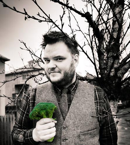 Bittet auf die musikalische Achterbahn der Gefühle: Der isländische Sänger und Songwriter Svavar Knutur