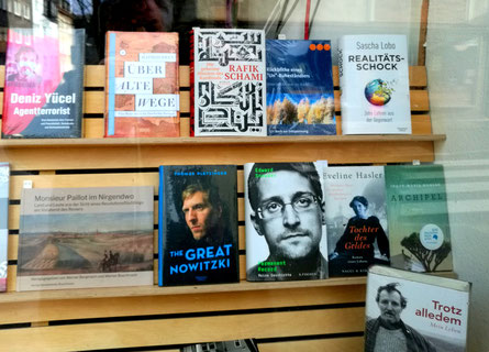 The QuASSONI-Book between new important books in a good Bookshop in Hagen.