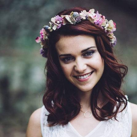 tocados de novia e invitada de flores
