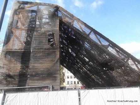 Abgebrannte Tribüne am Spielbudenplatz auf St. Pauli