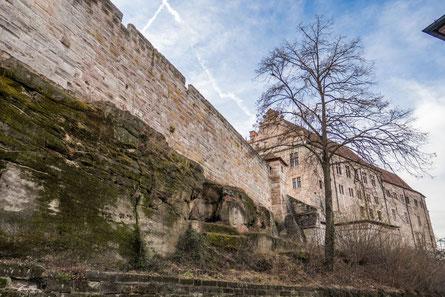 © Traudi - Burg mit Stadtmauer
