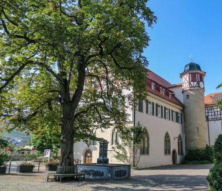 © Traudi - Bonn'scher Bau mit Treppenturm und Brunnen im Innenhof