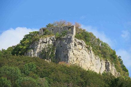 © Traudi - Der Römerstein mit der Burgruine