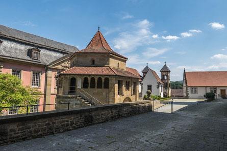 © Traudi - Die Sechseckkapelle mit der Michaeliskirche im Hintergrund