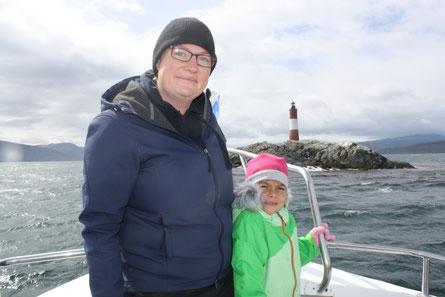 Der Leuchtturm von Ushuaia und zwei glückliche Reisende