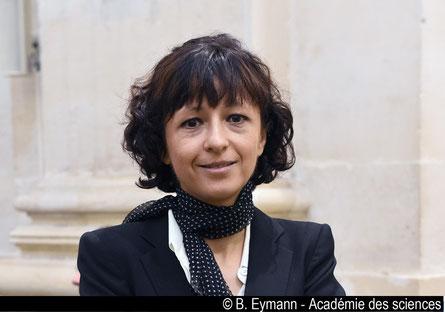 Emanuelle Charpentier, expatriée